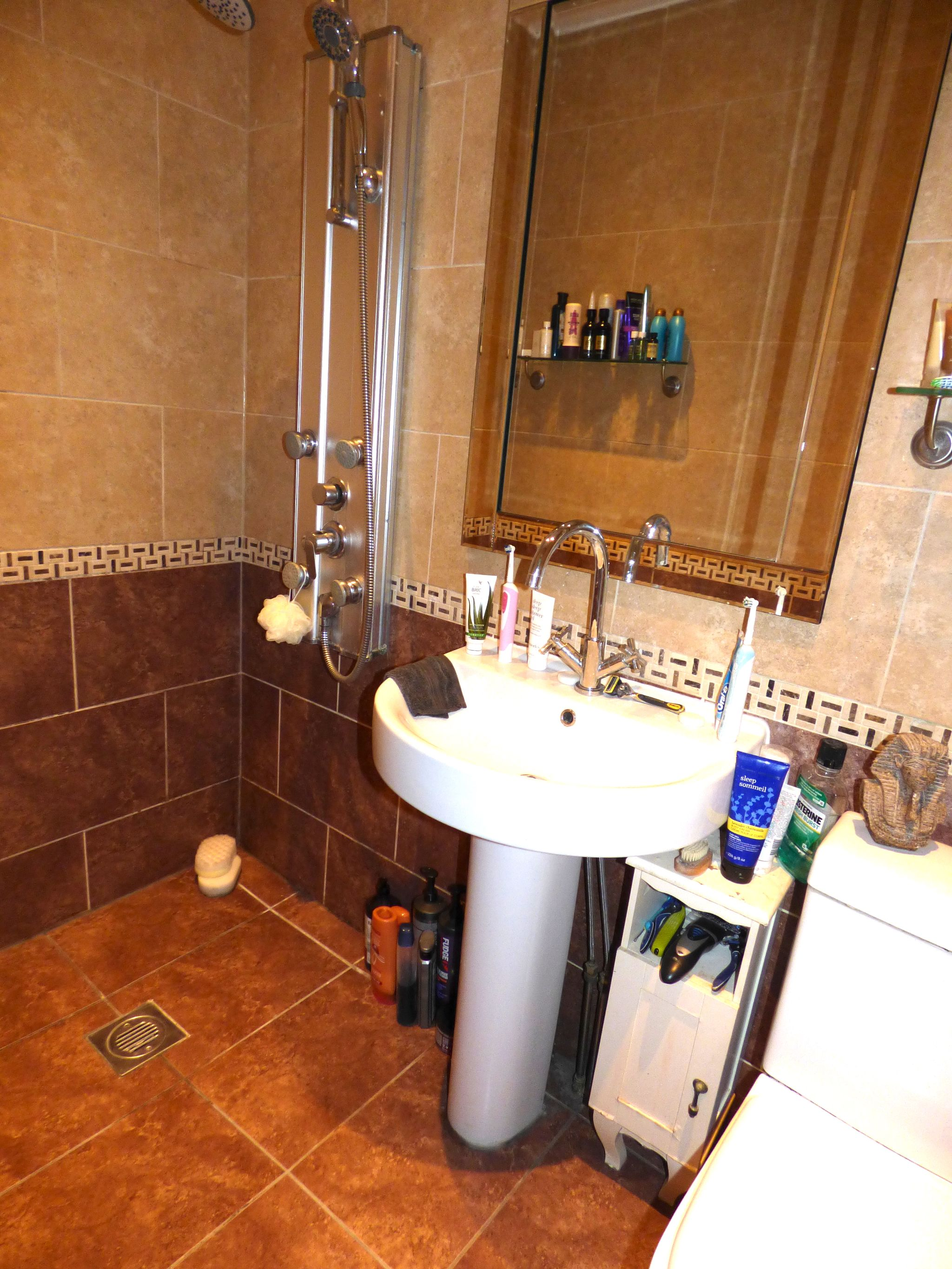 5 Bedroom Semi-detached House For Sale - Photograph 28