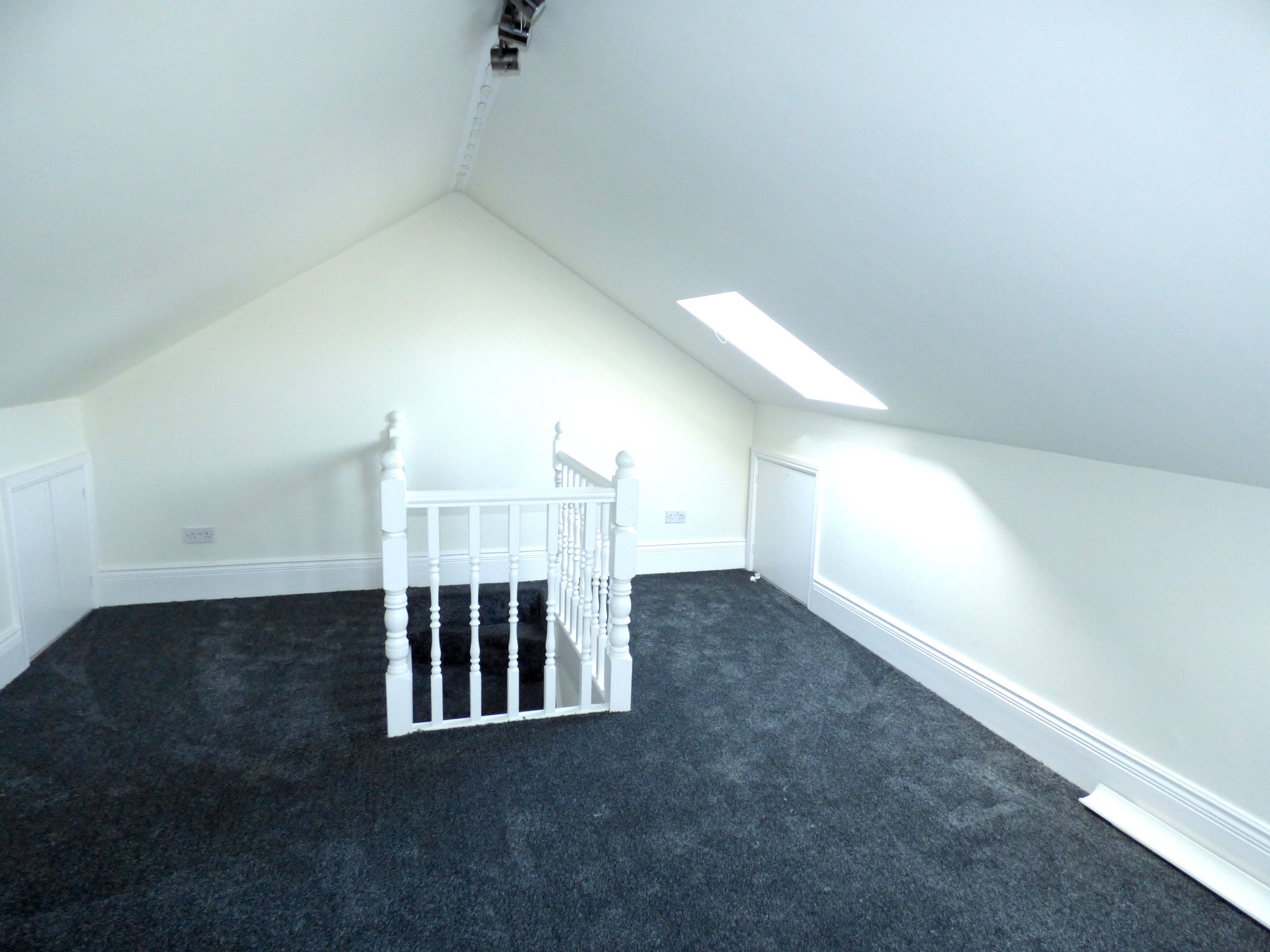 5 Bedroom Semi-detached House For Sale - Photograph 39