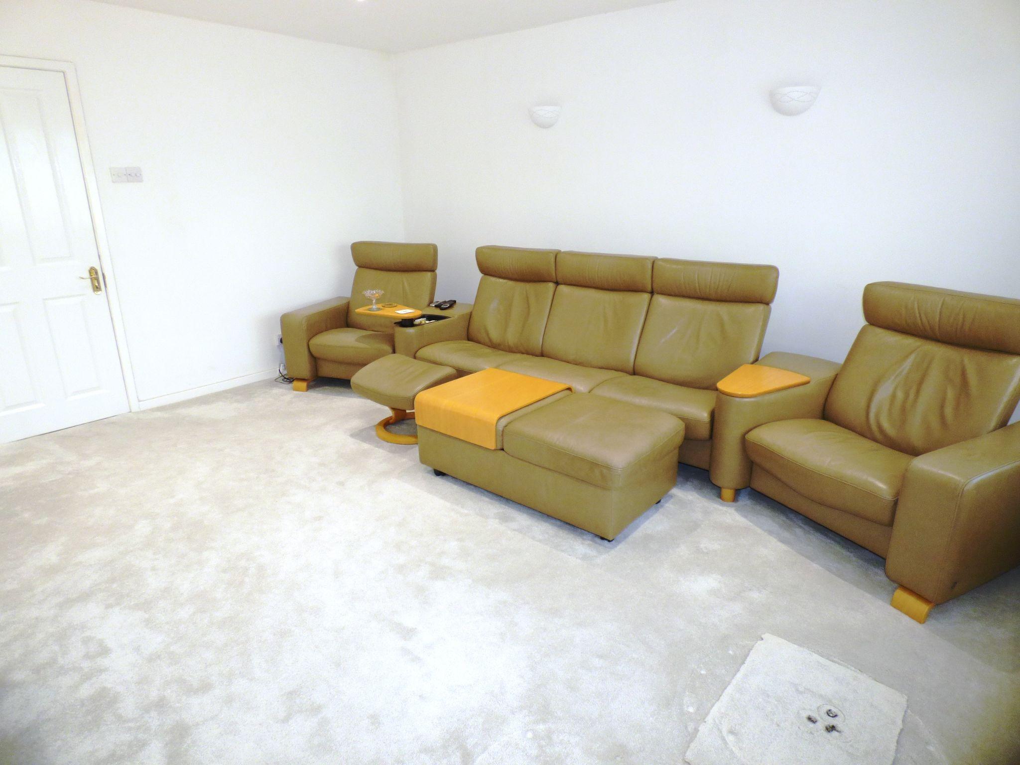 4 Bedroom Detached House For Sale - Lounge
