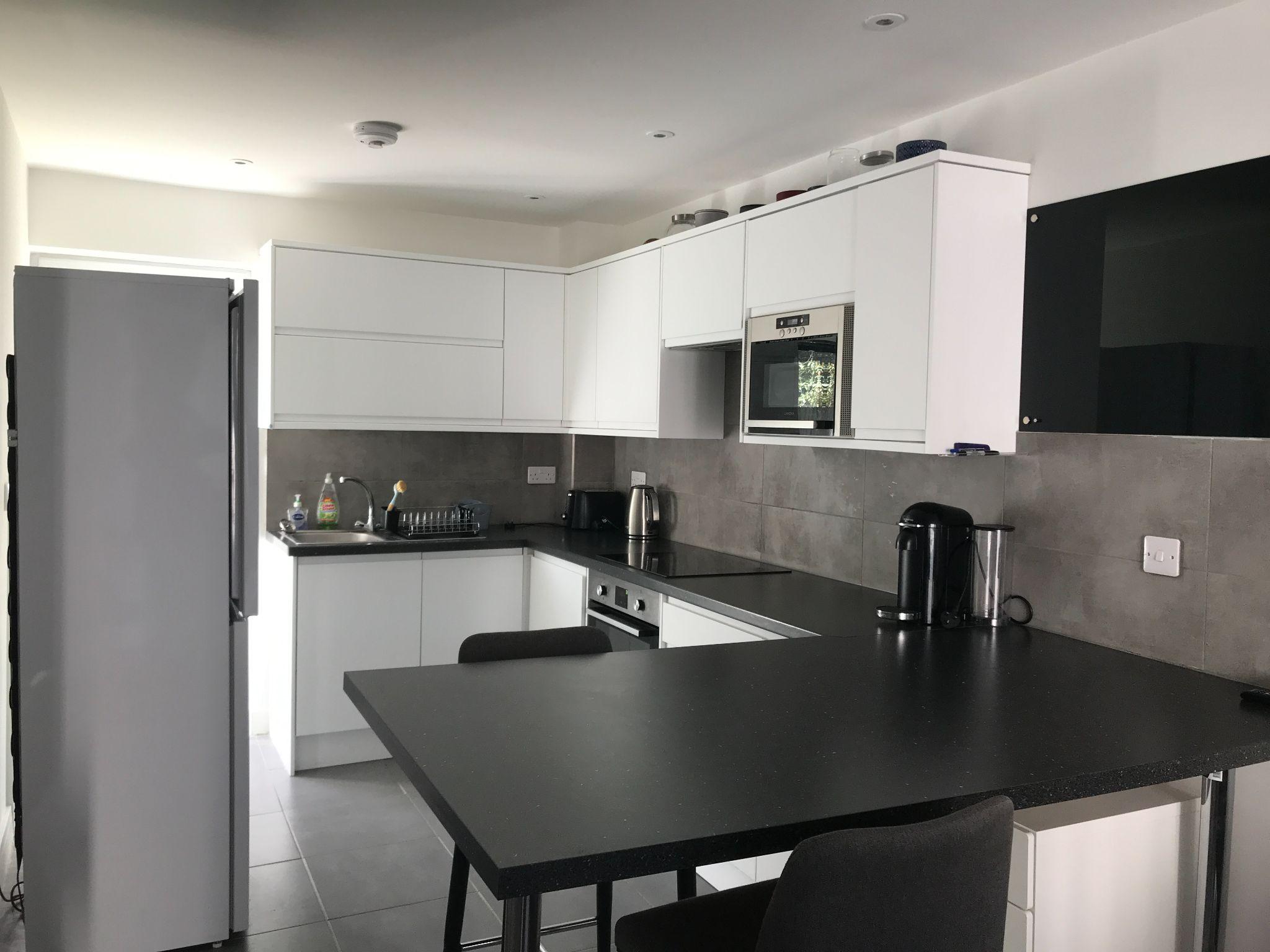 2 Bedroom Apartment Flat/apartment - Photograph 2