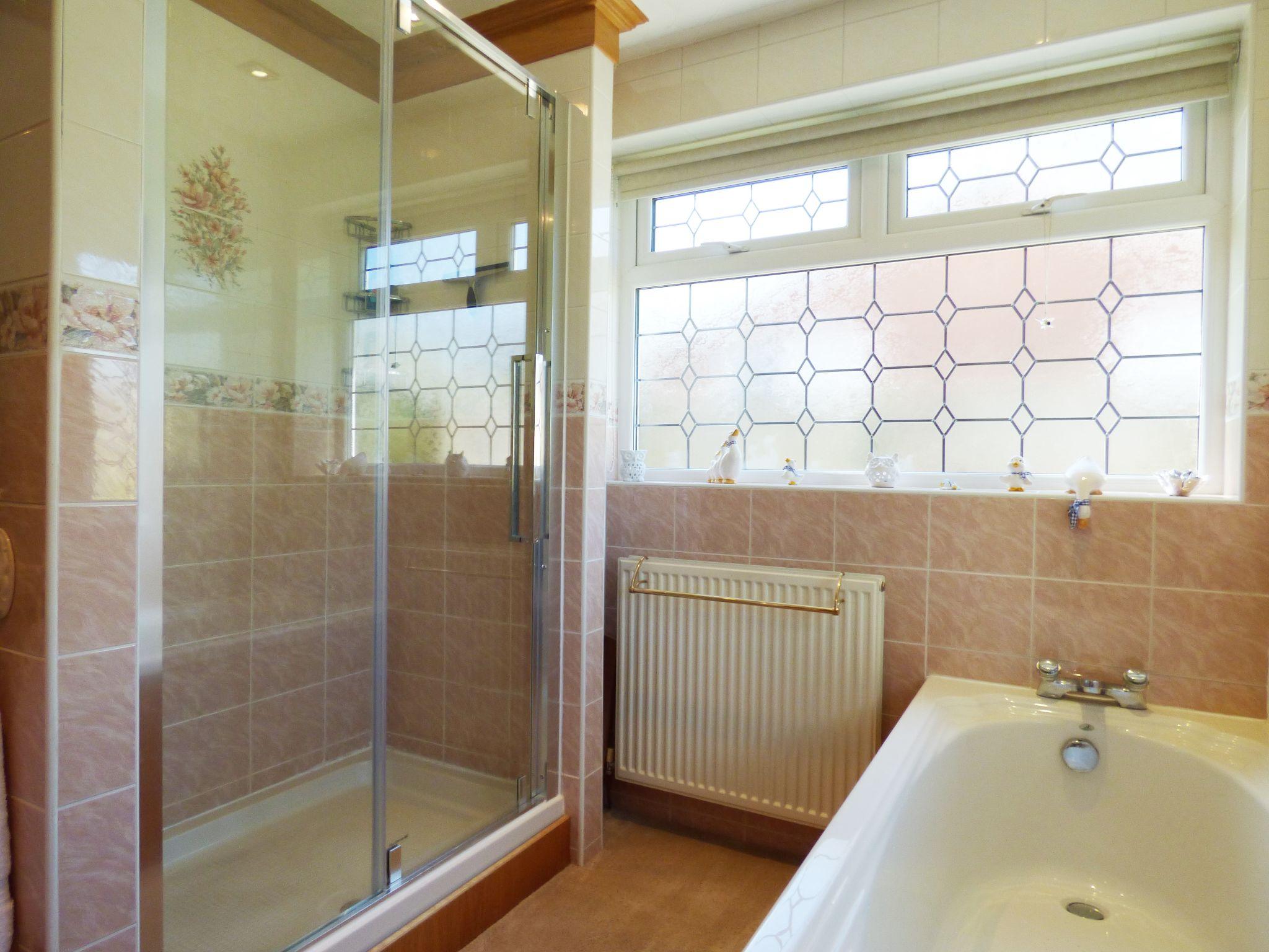 3 Bedroom Detached Bungalow For Sale - Shower