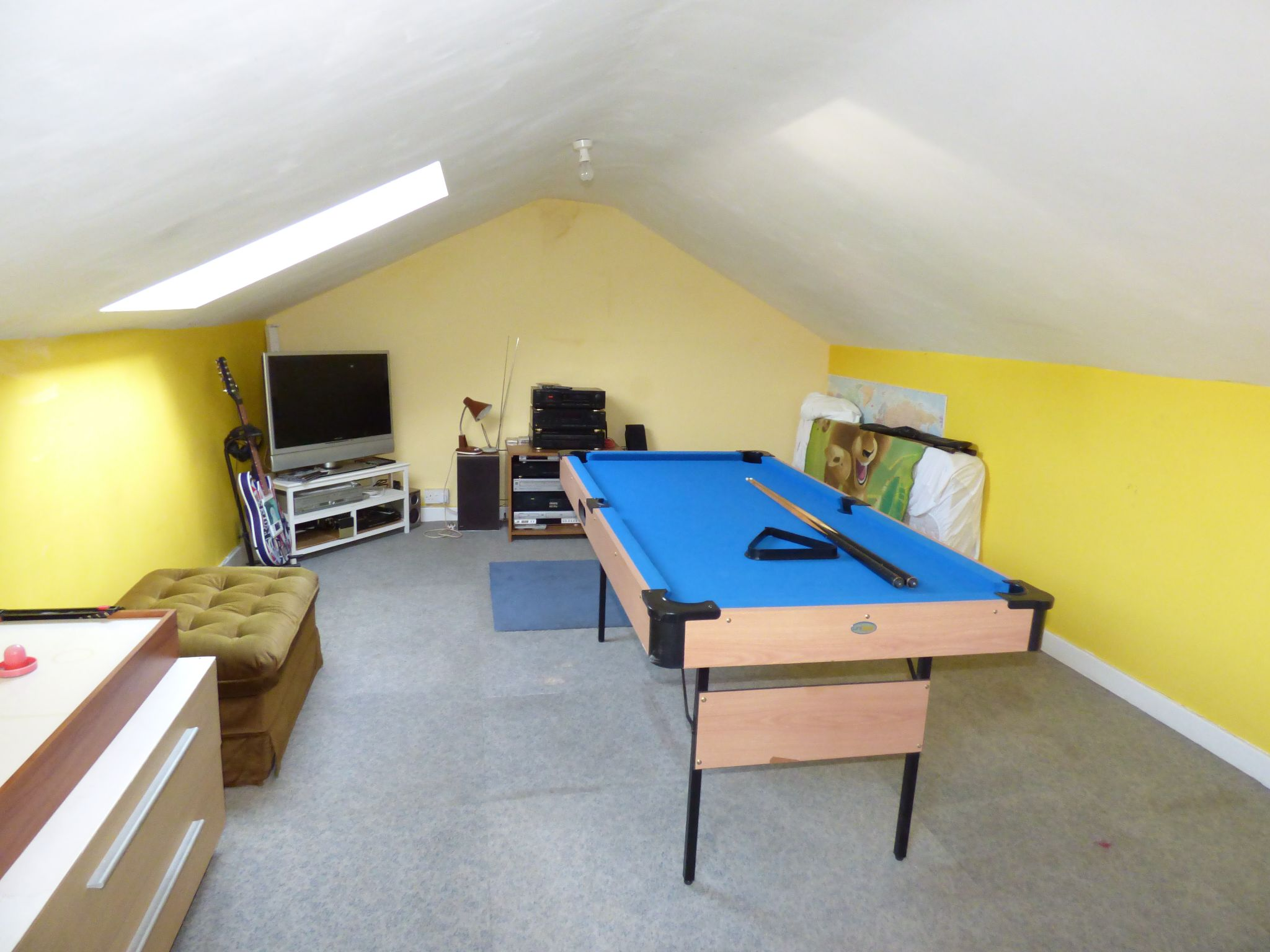 2 Bedroom Mid Terraced House For Sale - Photograph 24