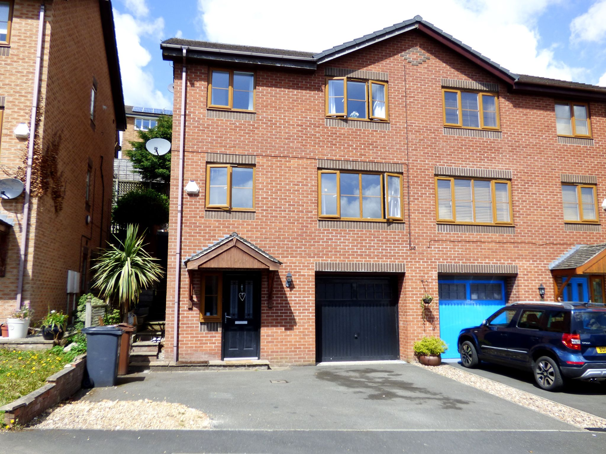 4 Bedroom Semi-detached House For Sale - Front External