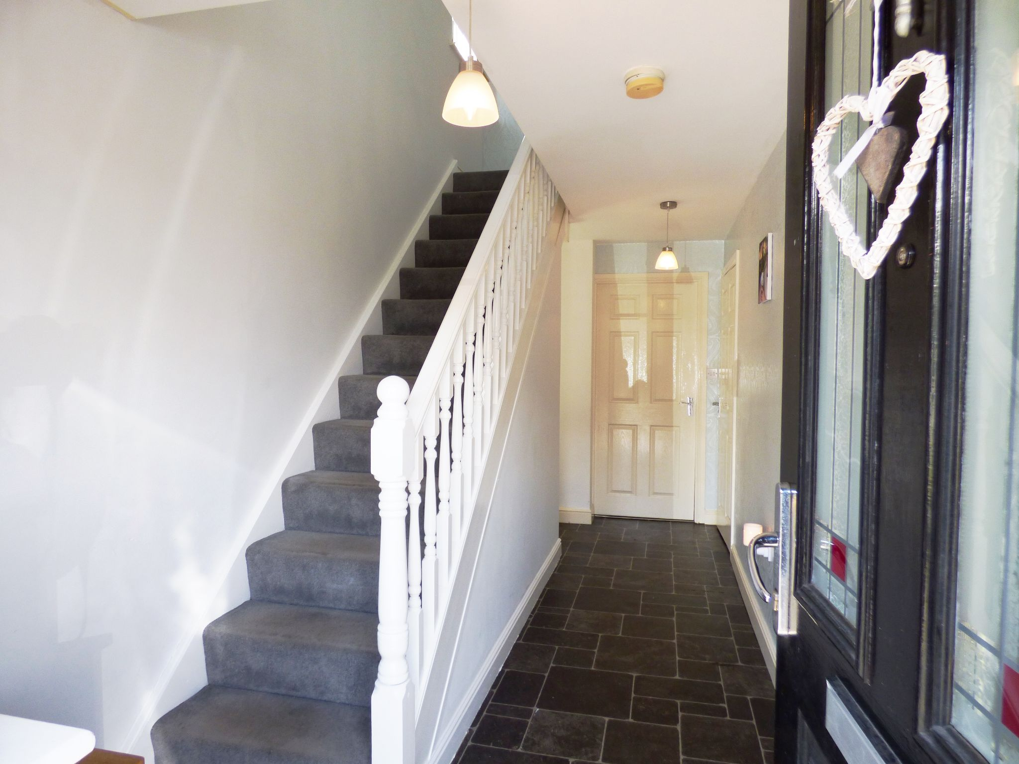 4 Bedroom Semi-detached House For Sale - Hallway