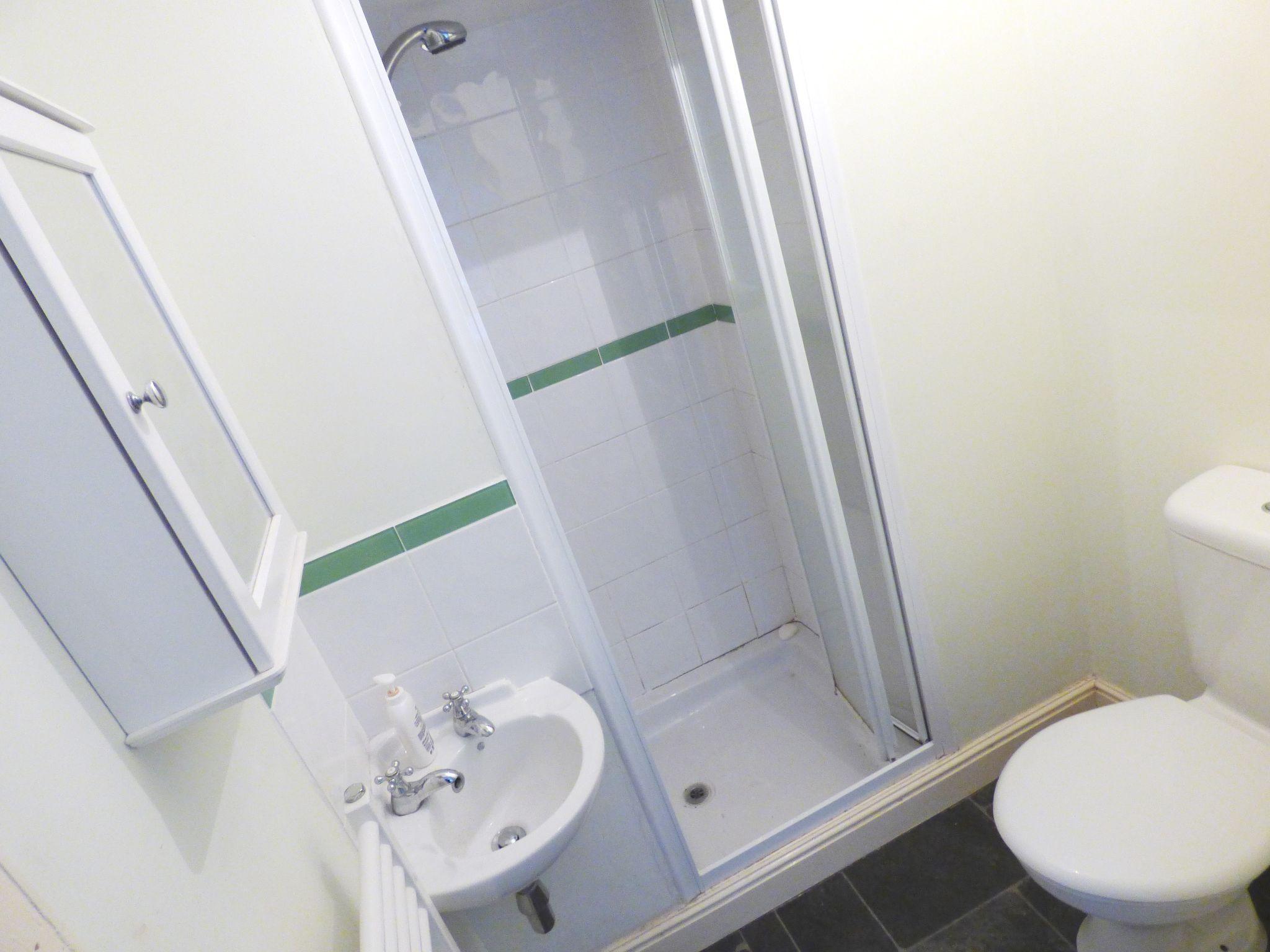 4 Bedroom Semi-detached House For Sale - Shower Room