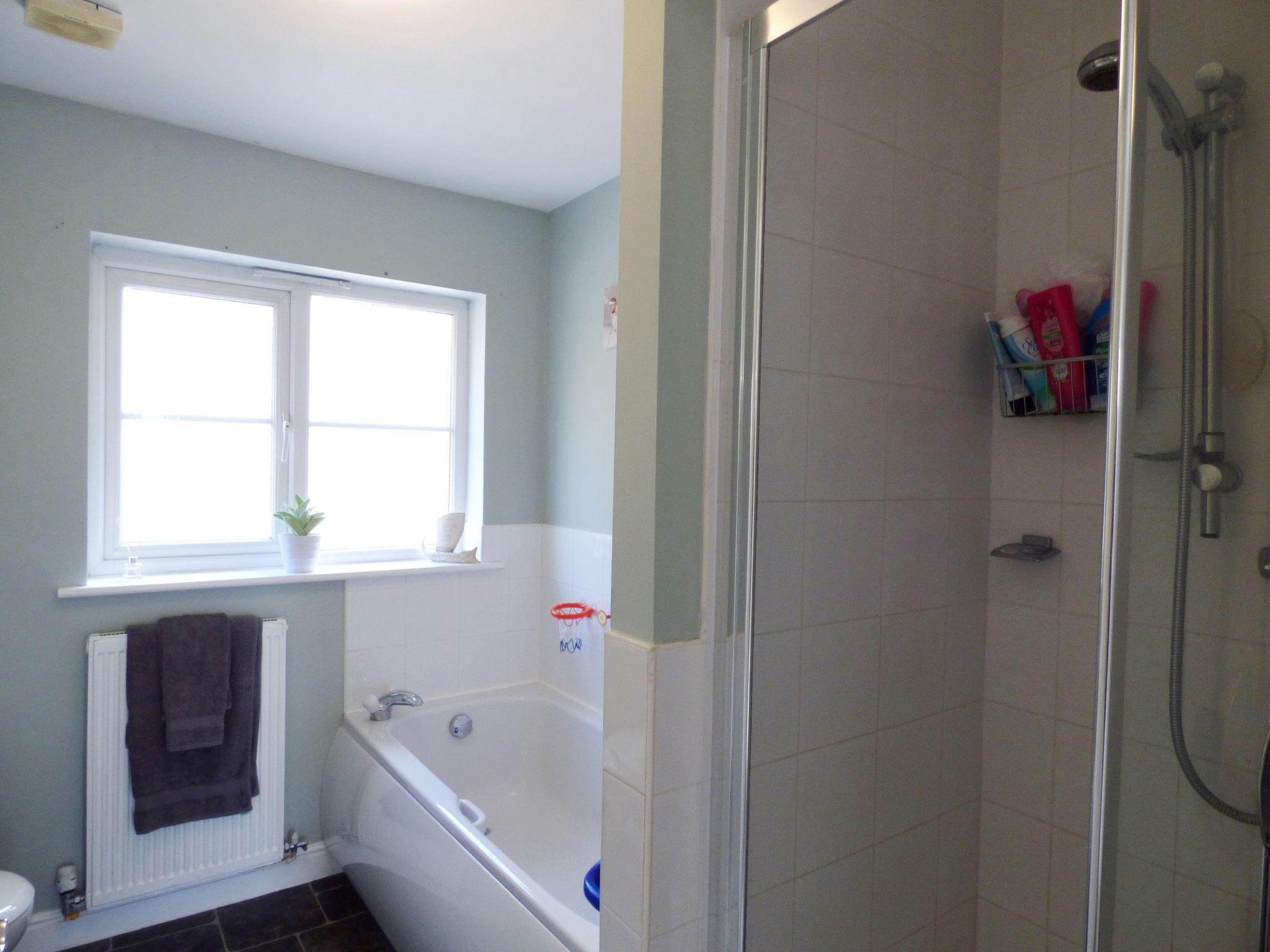 4 Bedroom Semi-detached House For Sale - Main Bathroom
