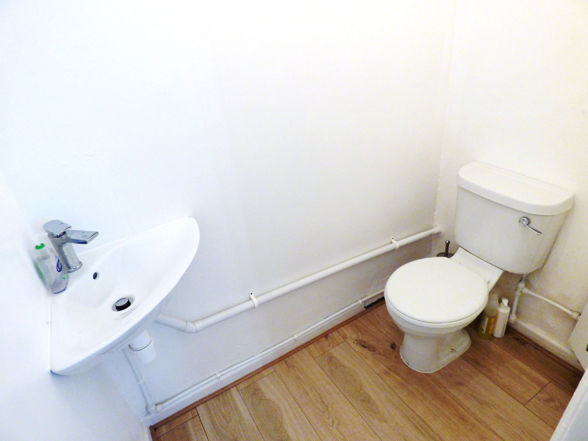 Shop To Rent - WC