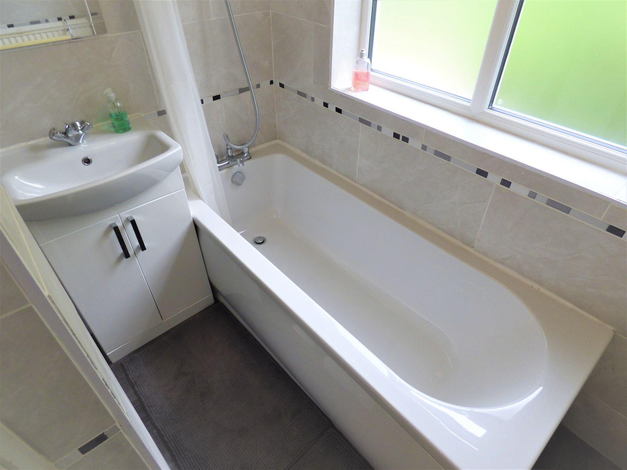 2 Bedroom Semi-detached House For Sale - Bathroom
