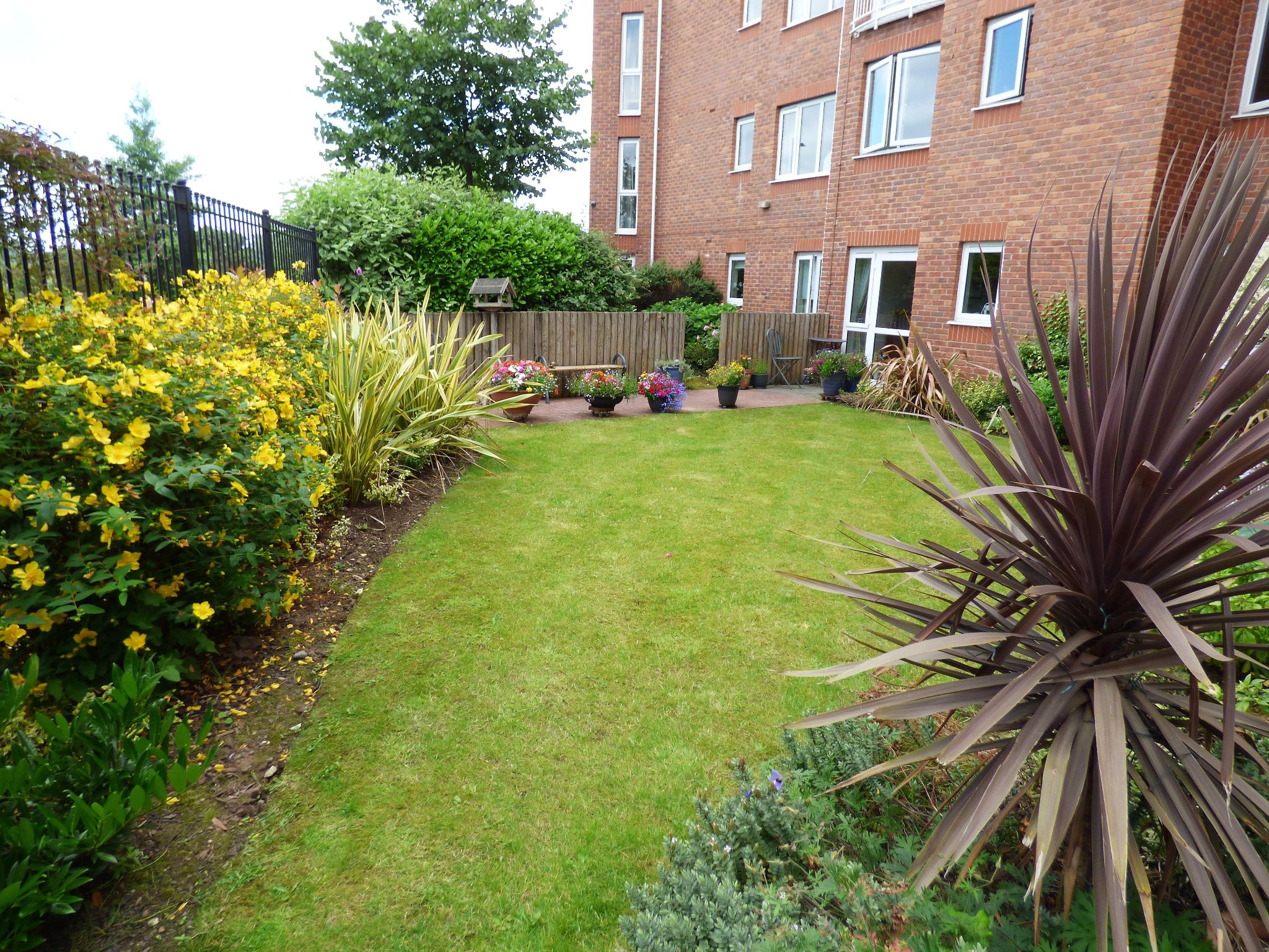 2 Bedroom Ground Floor Flat/apartment For Sale - Photograph 11