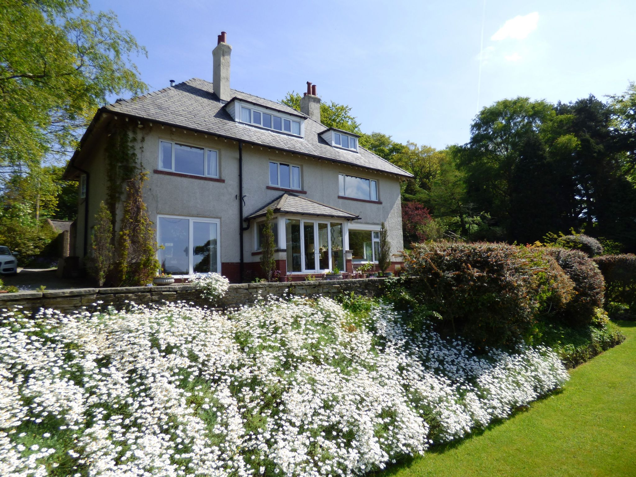 7 Bedroom Detached House For Sale - Photograph 1