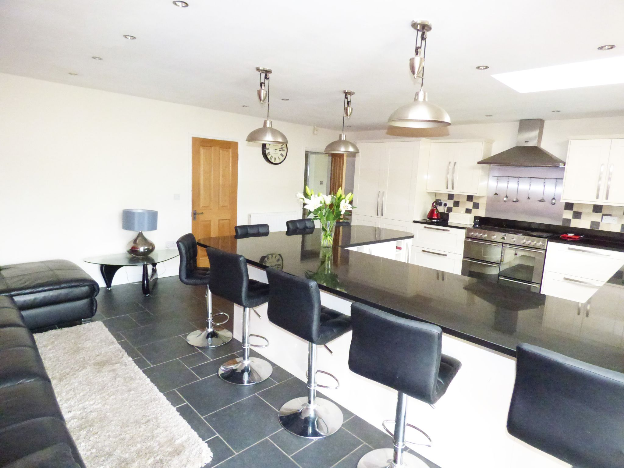 5 Bedroom Detached House For Sale - Photograph 3