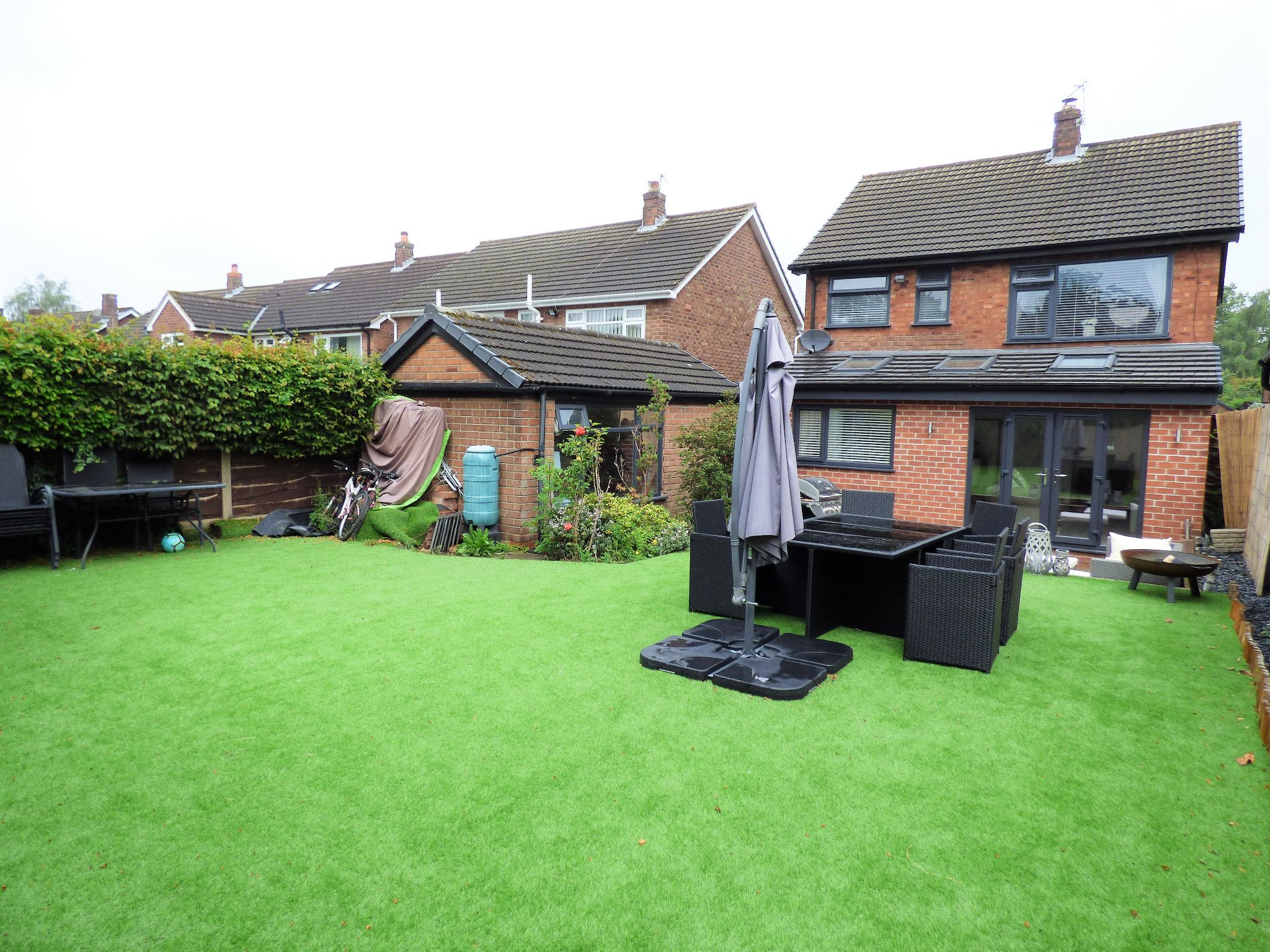 3 Bedroom Detached House For Sale - Photograph 16