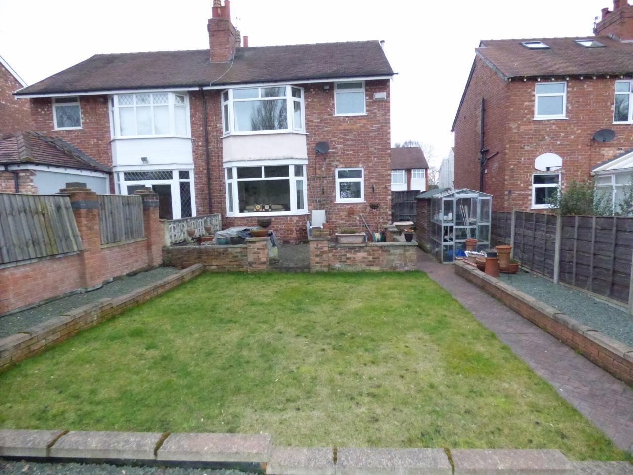 3 Bedroom Semi-detached House For Sale - Image 10