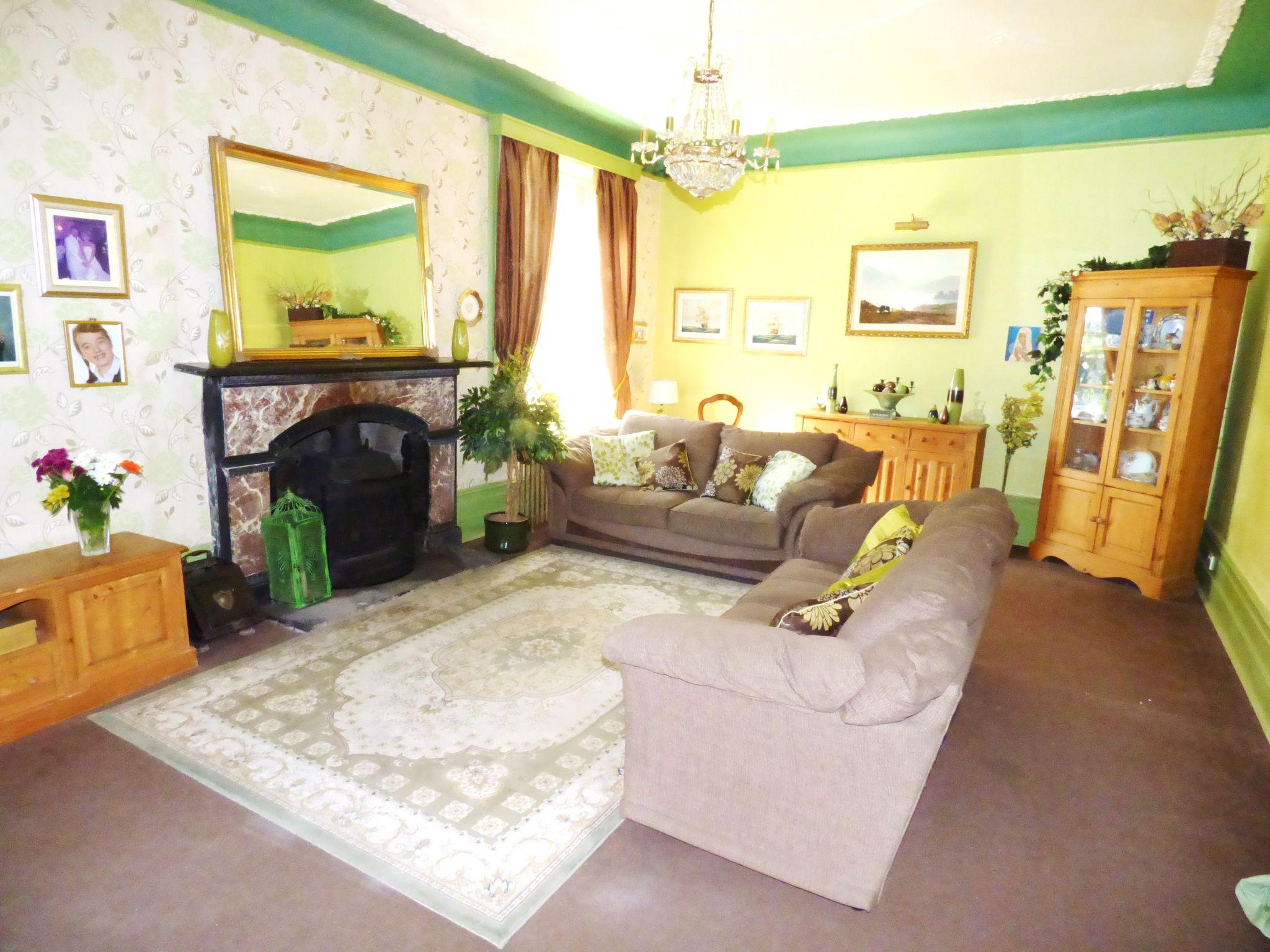 6 Bedroom Detached House For Sale - Lounge