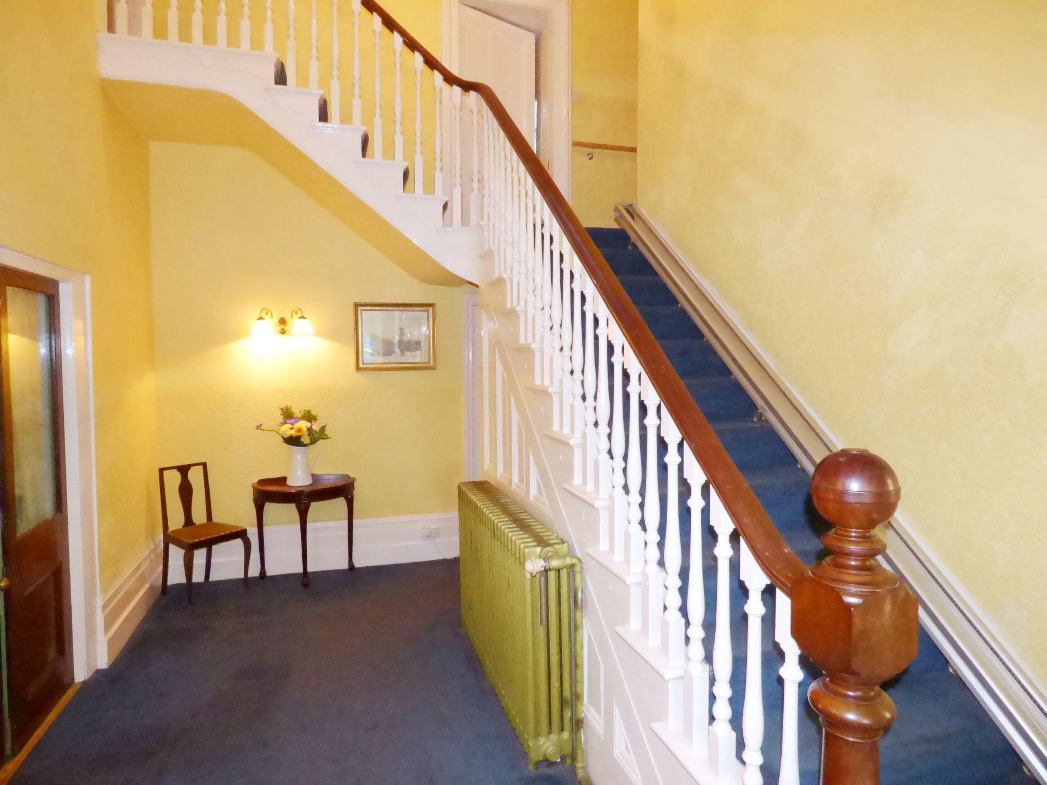 6 Bedroom Detached House For Sale - Reception Hall