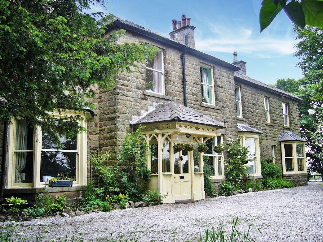 6 Bedroom Detached House For Sale - Front External