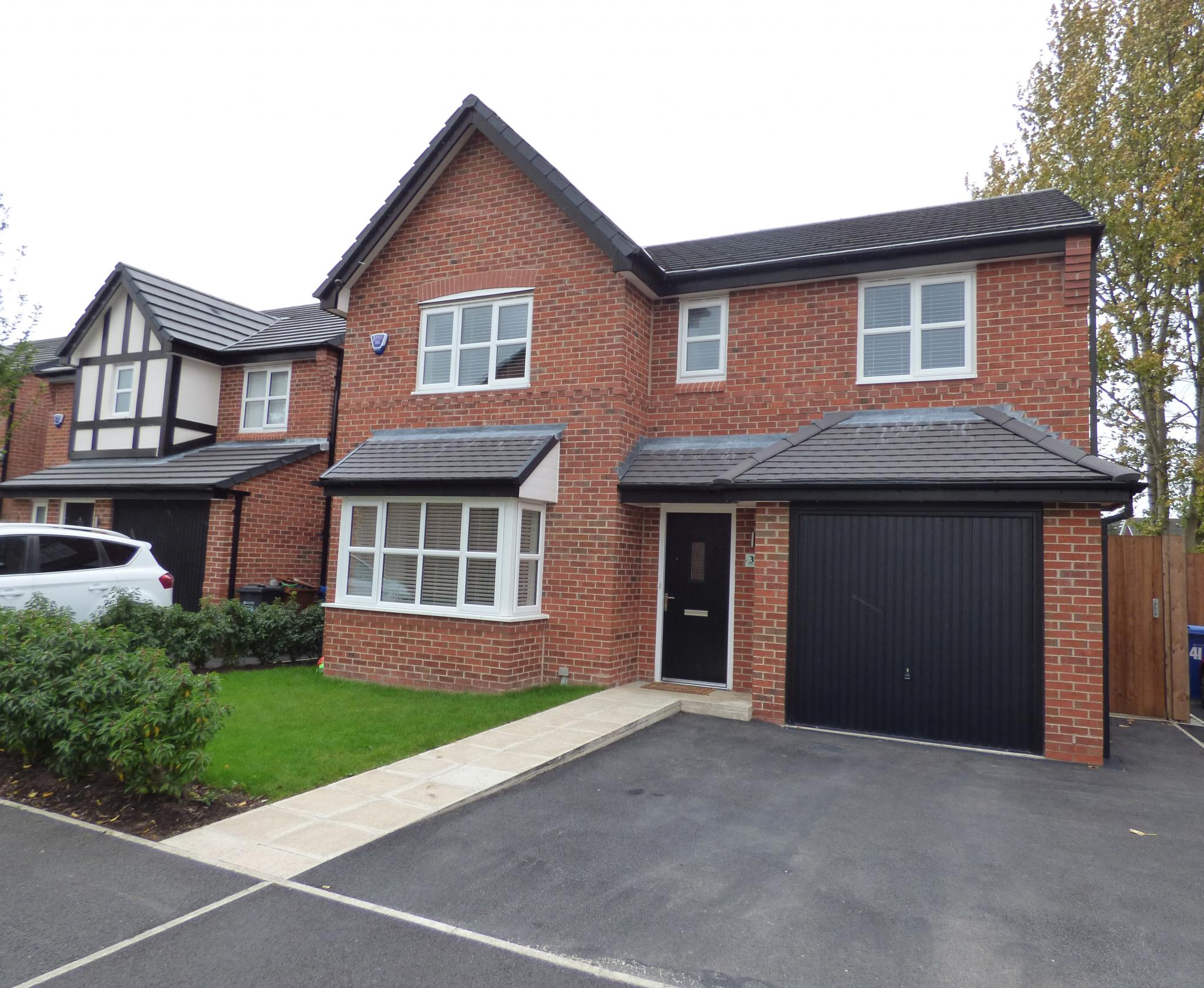 4 Bedroom Detached House For Sale - 1