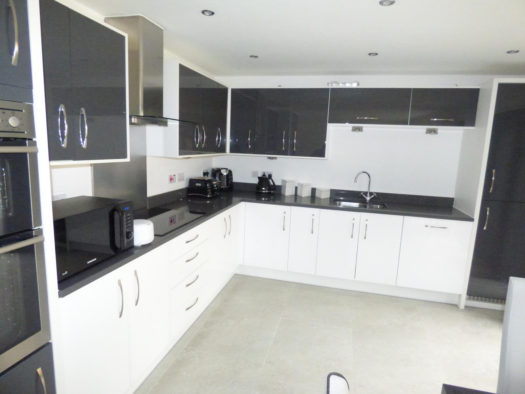 4 Bedroom Detached House For Sale - 7