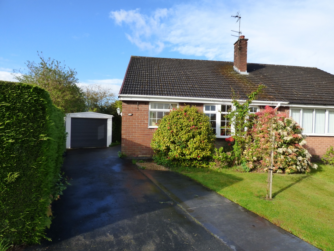 2 Bedroom Detached Bungalow Bungalow For Sale - Image 1