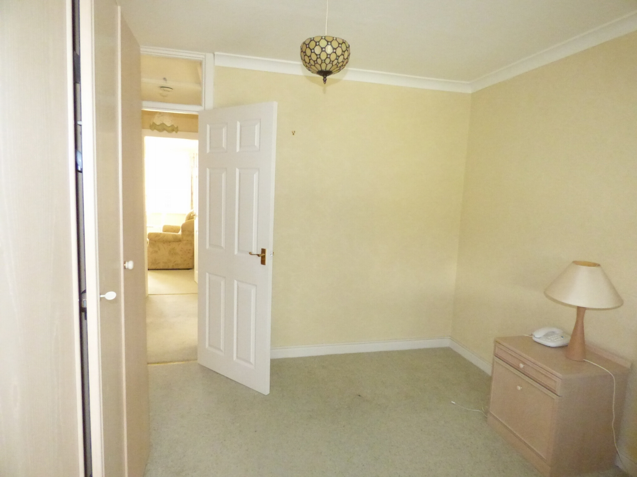 2 Bedroom Detached Bungalow Bungalow For Sale - Image 6