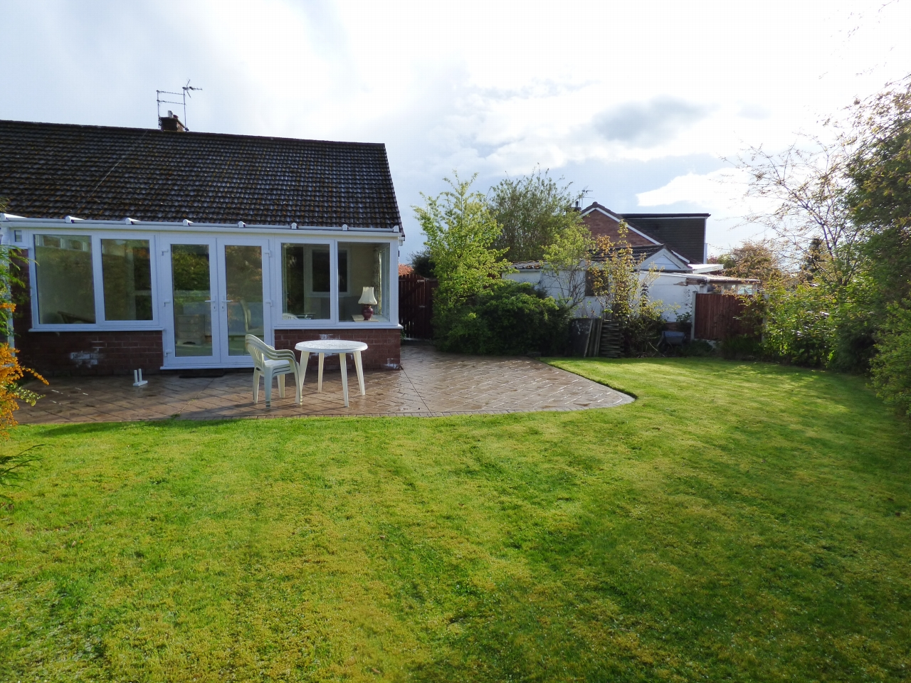 2 Bedroom Detached Bungalow Bungalow For Sale - Image 9