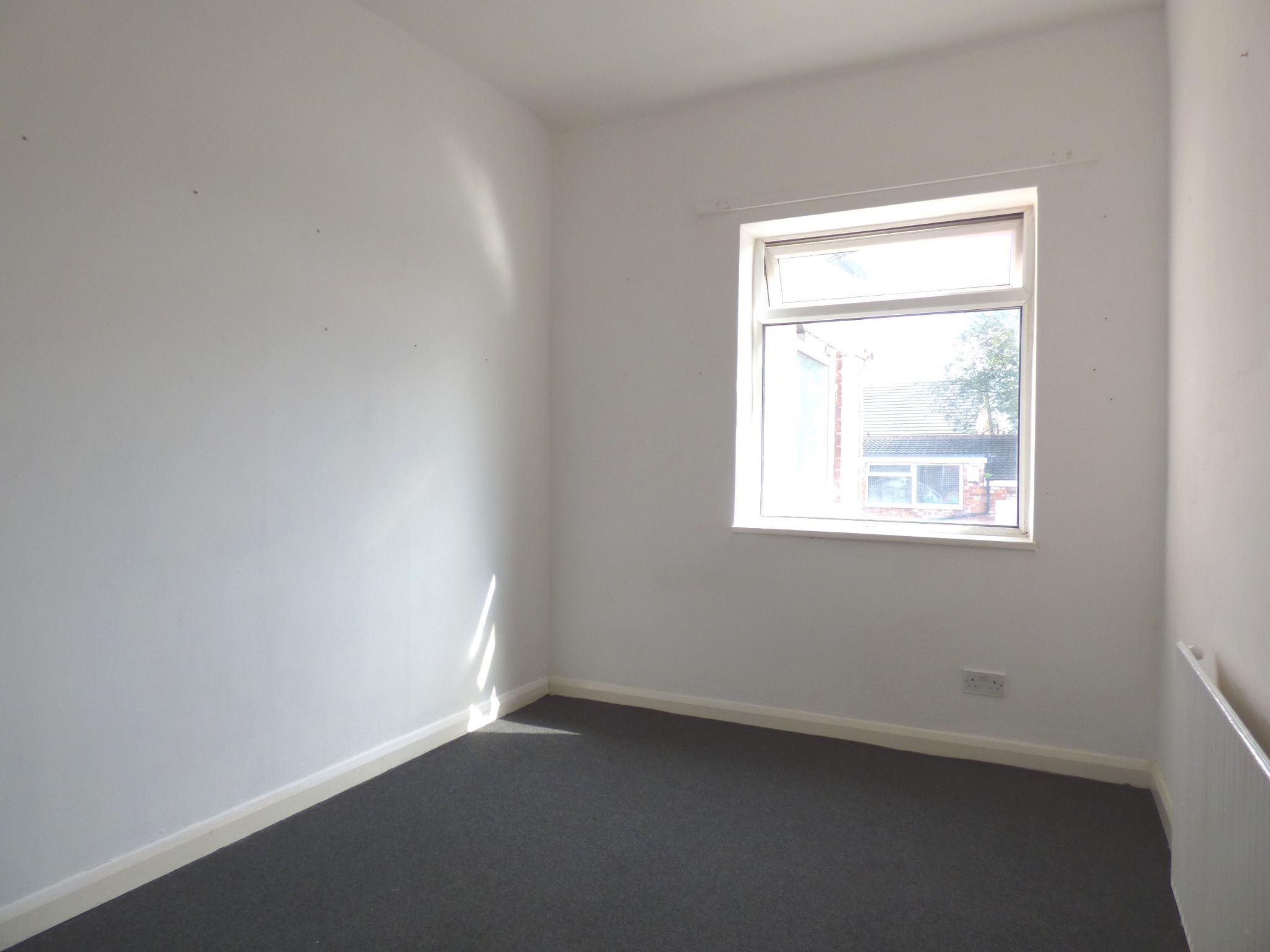 Commercial Property For Sale - Photograph 6