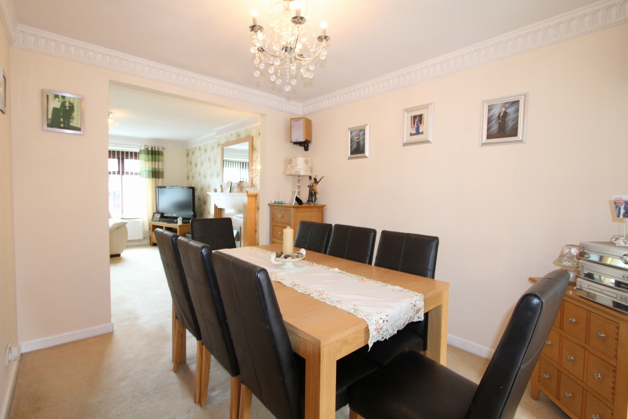 4 bedroom semi-detached house Sold in St Helens - Property photograph