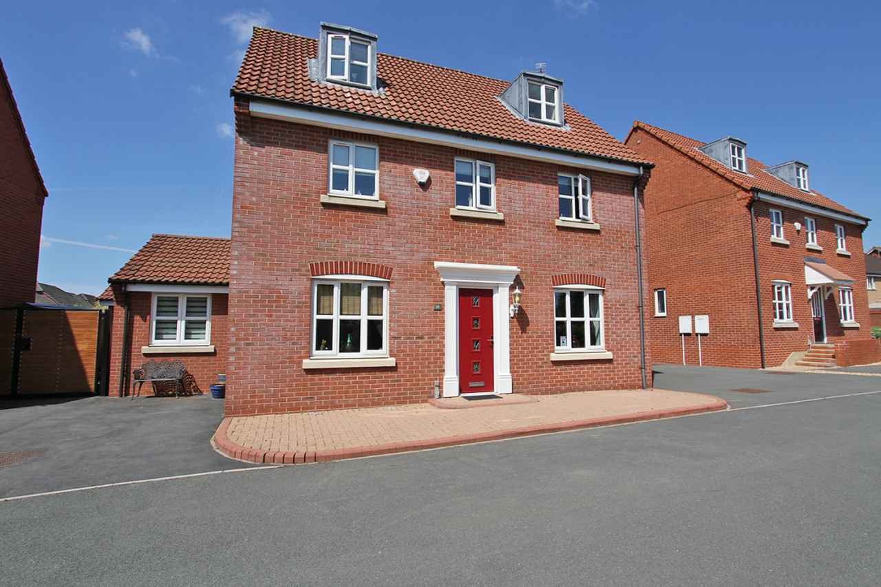 6 bedroom detached house Sold in Wigan - Property photograph