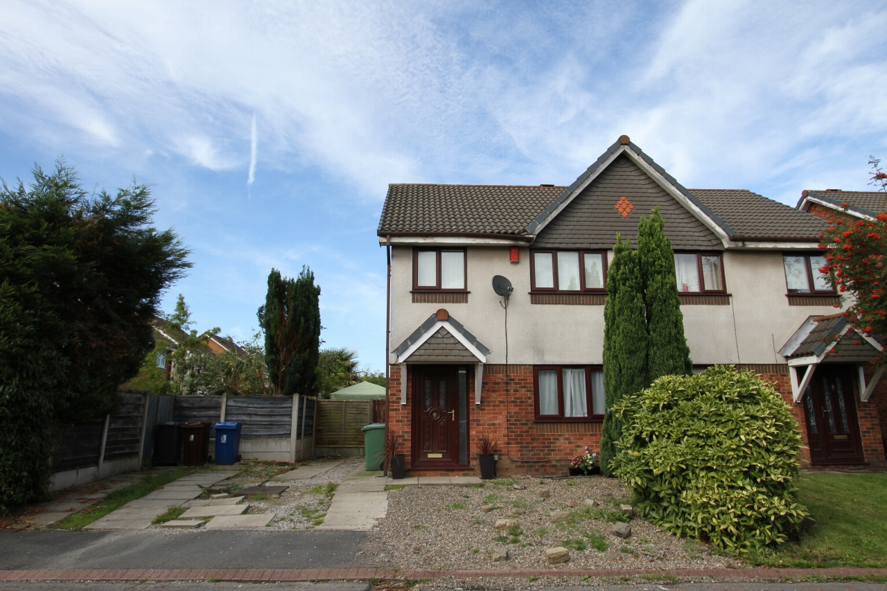 3 bedroom semi-detached house For Sale in Leigh - Property photograph