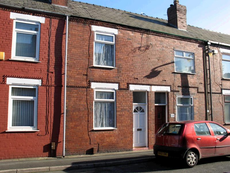 2 bedroom mid terraced house To Let in Warrington - Property photograph