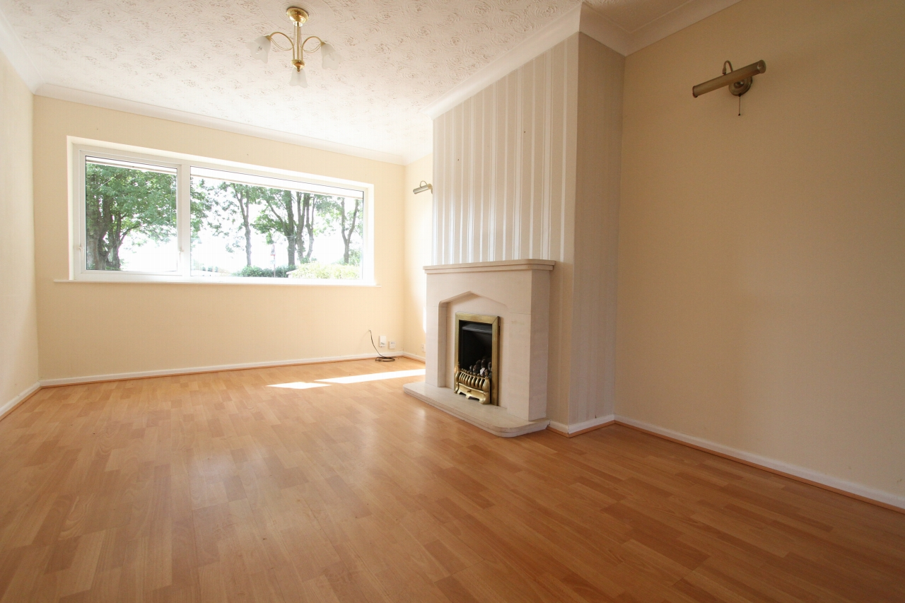 3 bedroom semi-detached house For Sale in St Helens - Property photograph