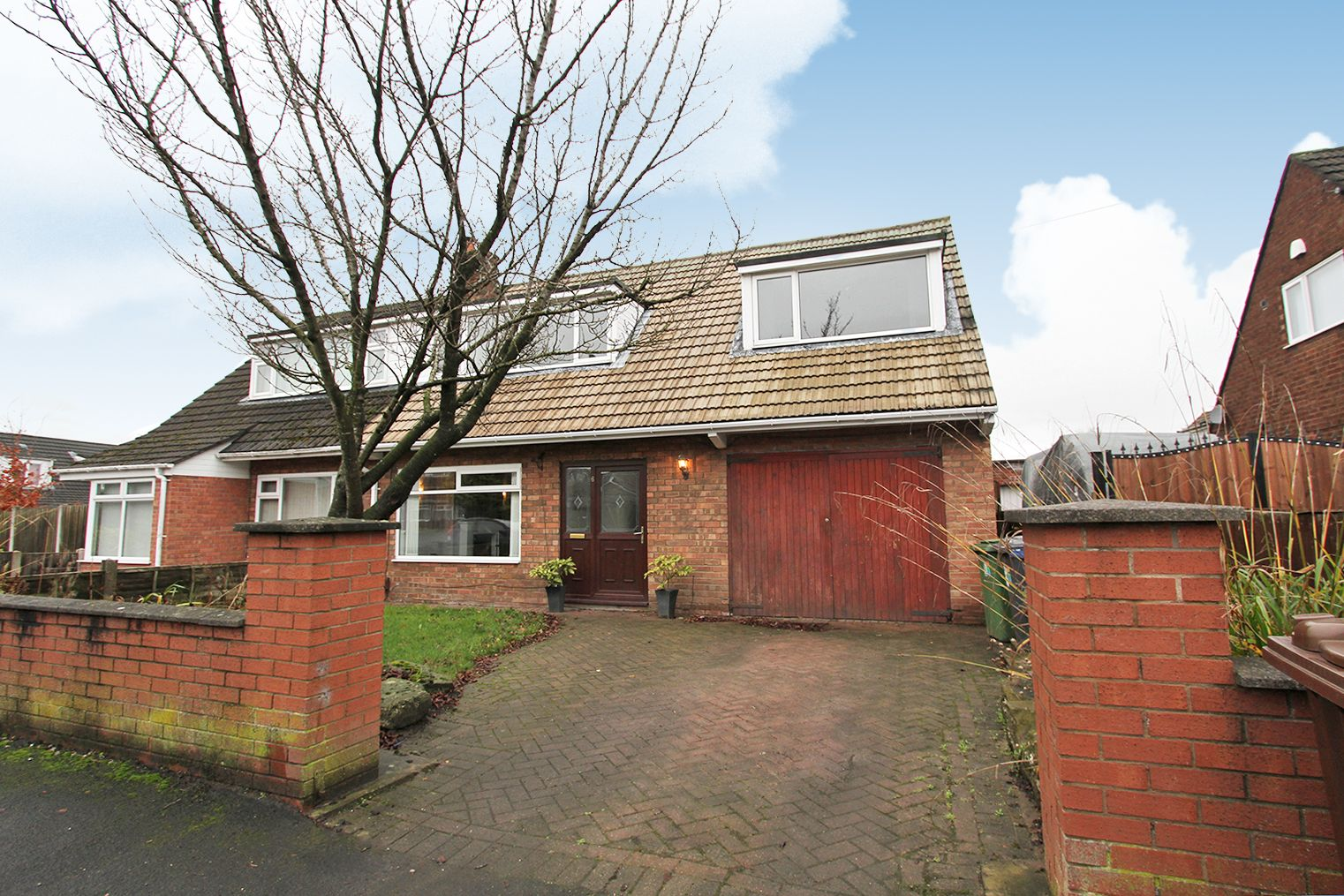 4 bedroom semi-detached house For Sale in Wigan - Property photograph