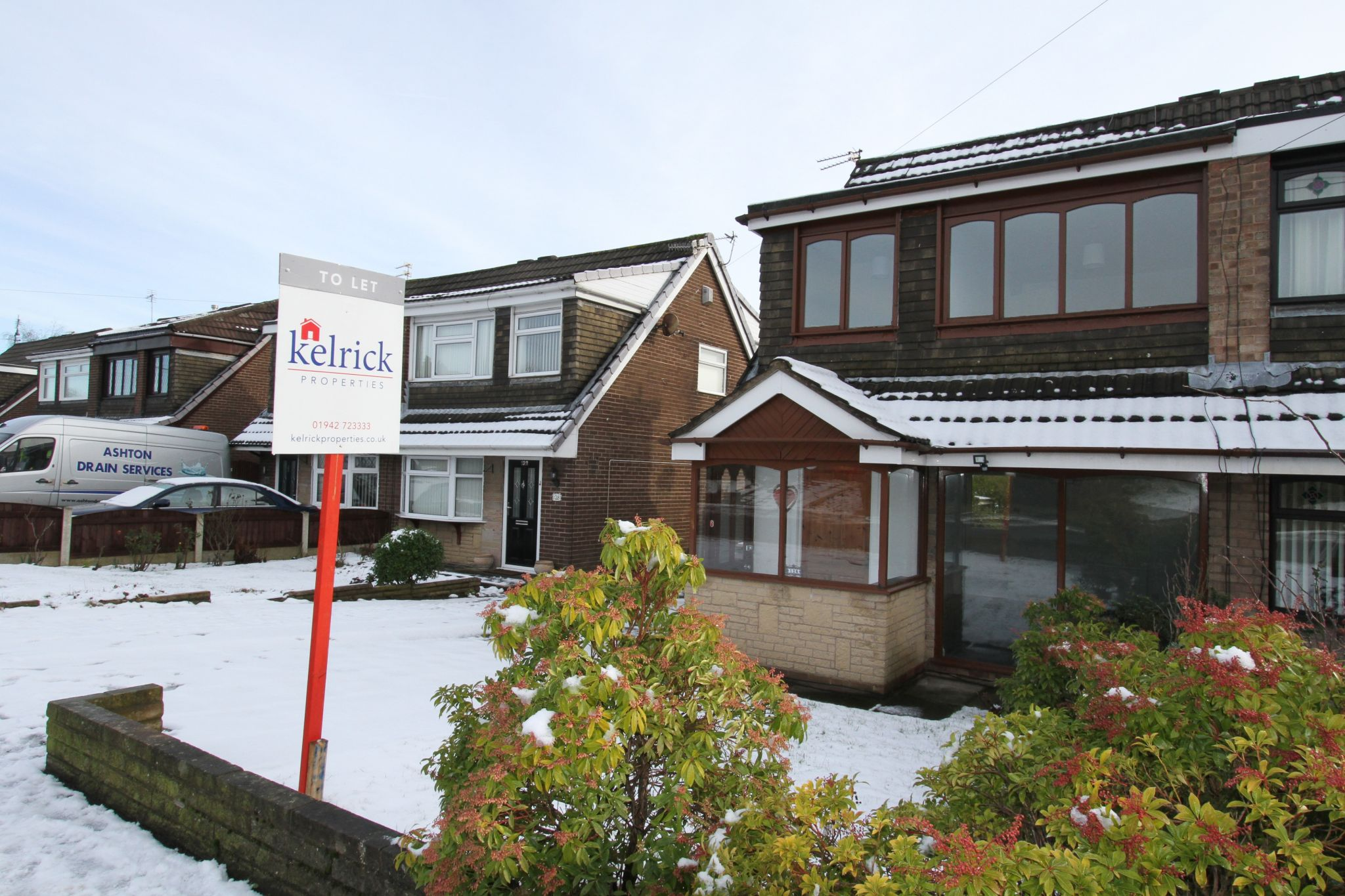 3 bedroom semi-detached house To Let in Wigan - Property photograph