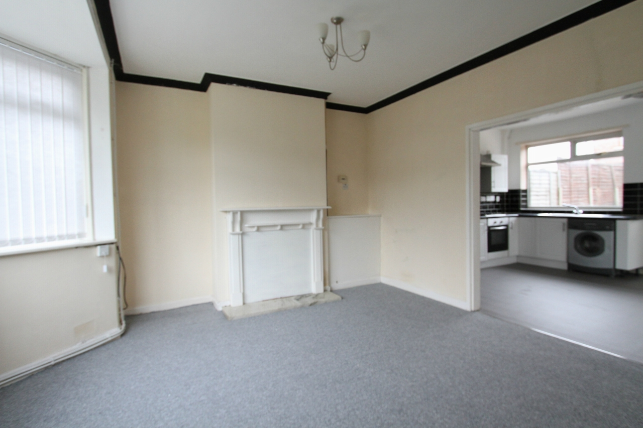 3 bedroom semi-detached house To Let in St Helens - Property photograph
