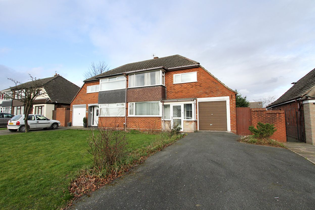 3 bedroom semi-detached house Sold in Wigan - Property photograph