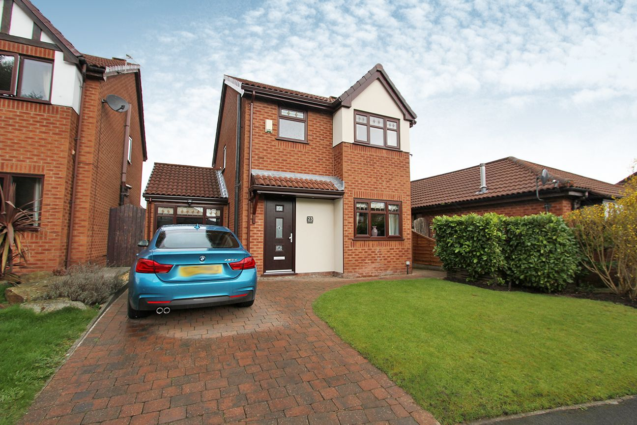 4 bedroom detached house For Sale in Wigan - Property photograph