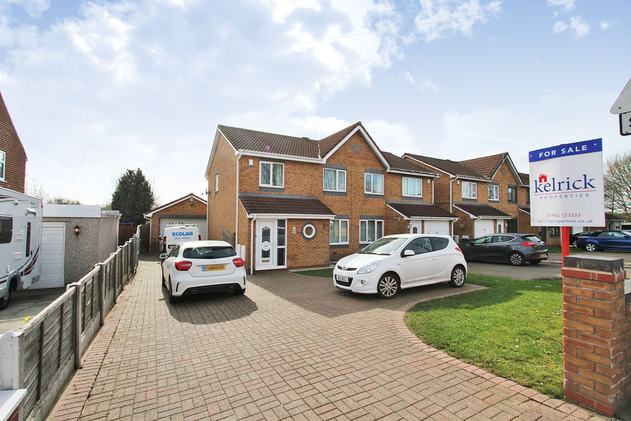 3 bedroom semi-detached house For Sale in Wigan - Property photograph