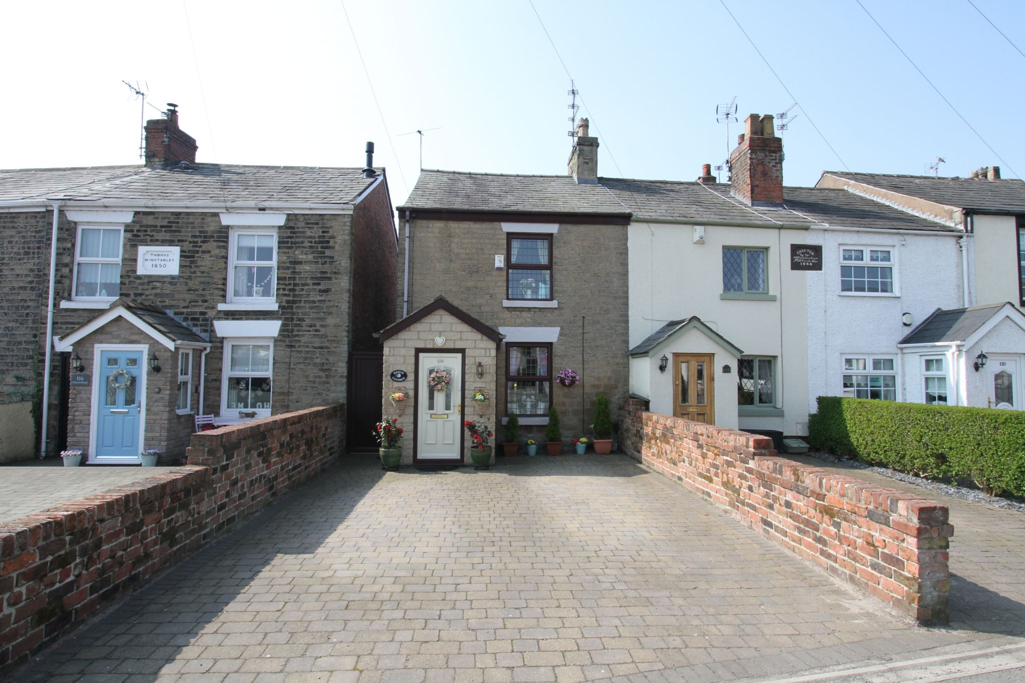 2 bedroom cottage house For Sale in St. Helens - Property photograph