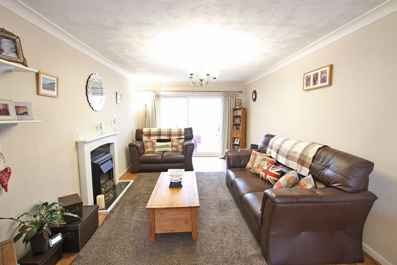 3 bedroom semi-detached house For Sale in Warrington - Property photograph