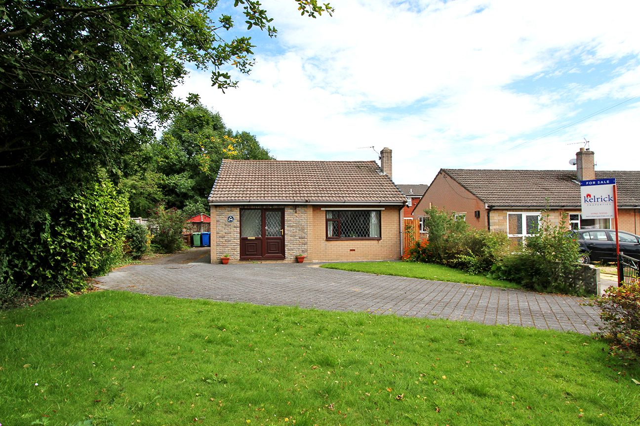2 bedroom detached bungalow For Sale in Wigan - Property photograph