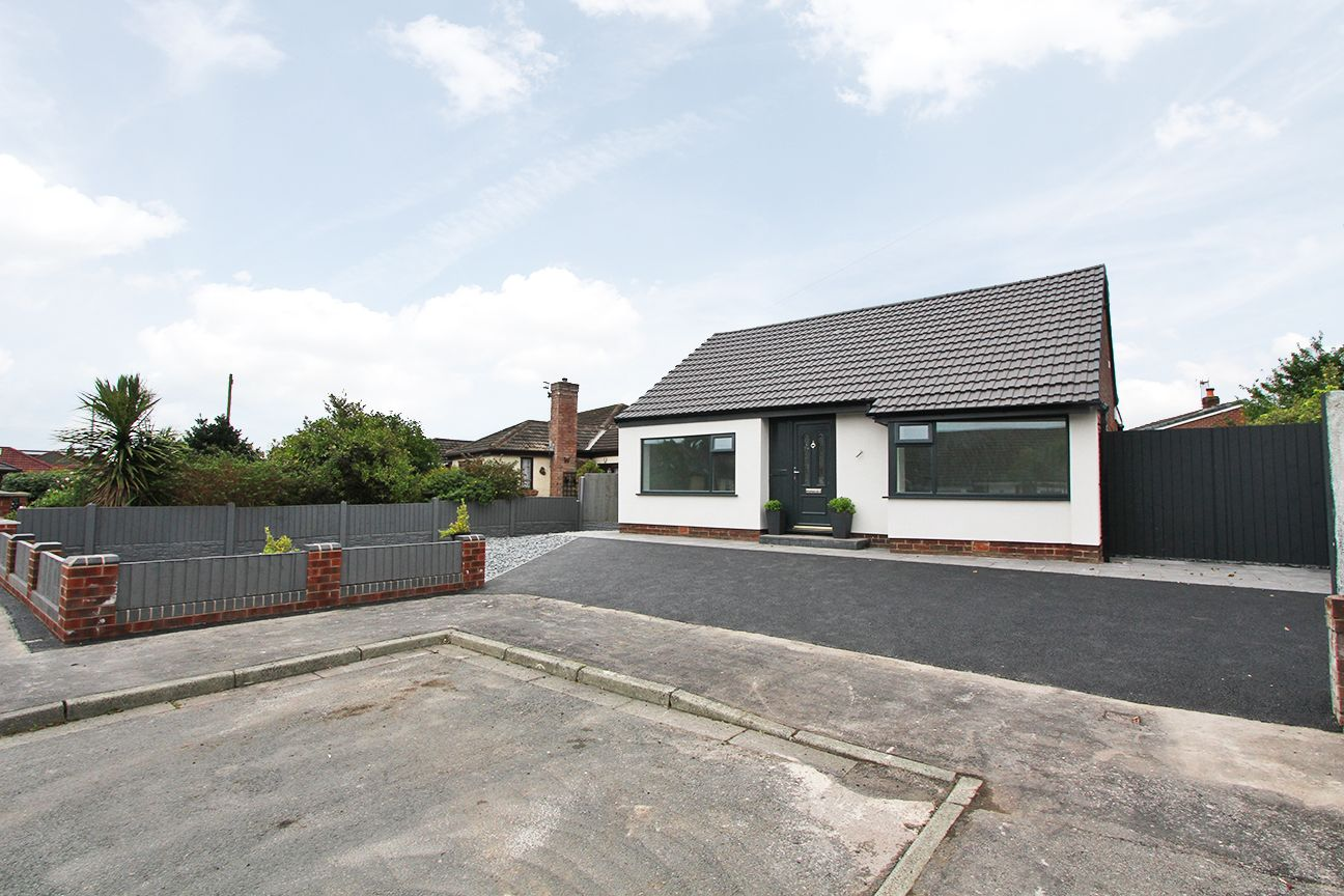 3 bedroom detached bungalow For Sale in Wigan - Property photograph