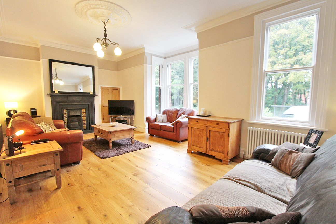 5 bedroom semi-detached house For Sale in Wigan - Property photograph