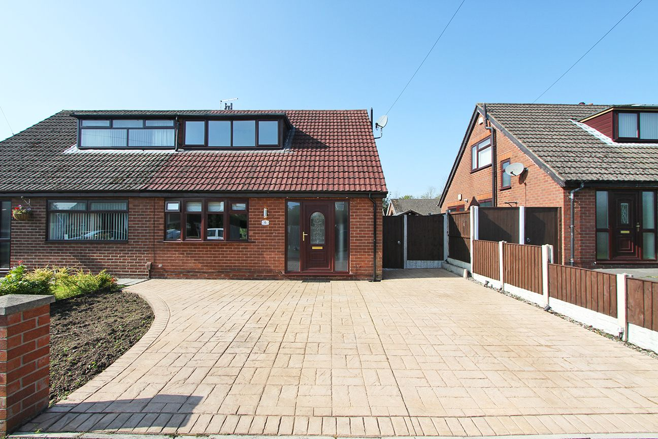 4 bedroom semi-detached house For Sale in Warrington - Property photograph