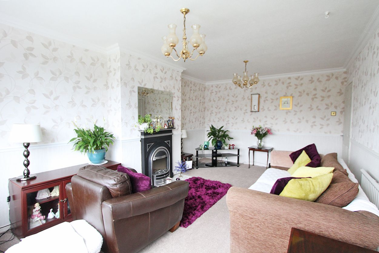 3 bedroom semi-detached bungalow Sold in Wigan - Property photograph
