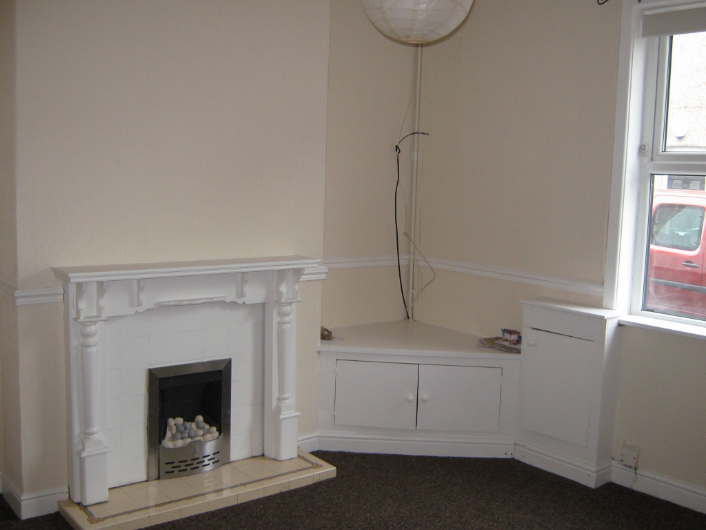 2 bedroom mid terraced house To Let in Leigh - Property photograph