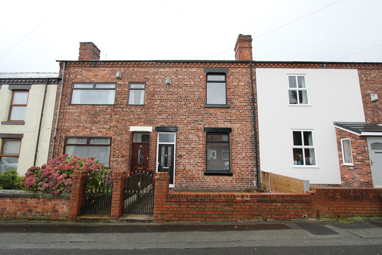 2 bedroom mid terraced house For Sale in St. Helens - Property photograph