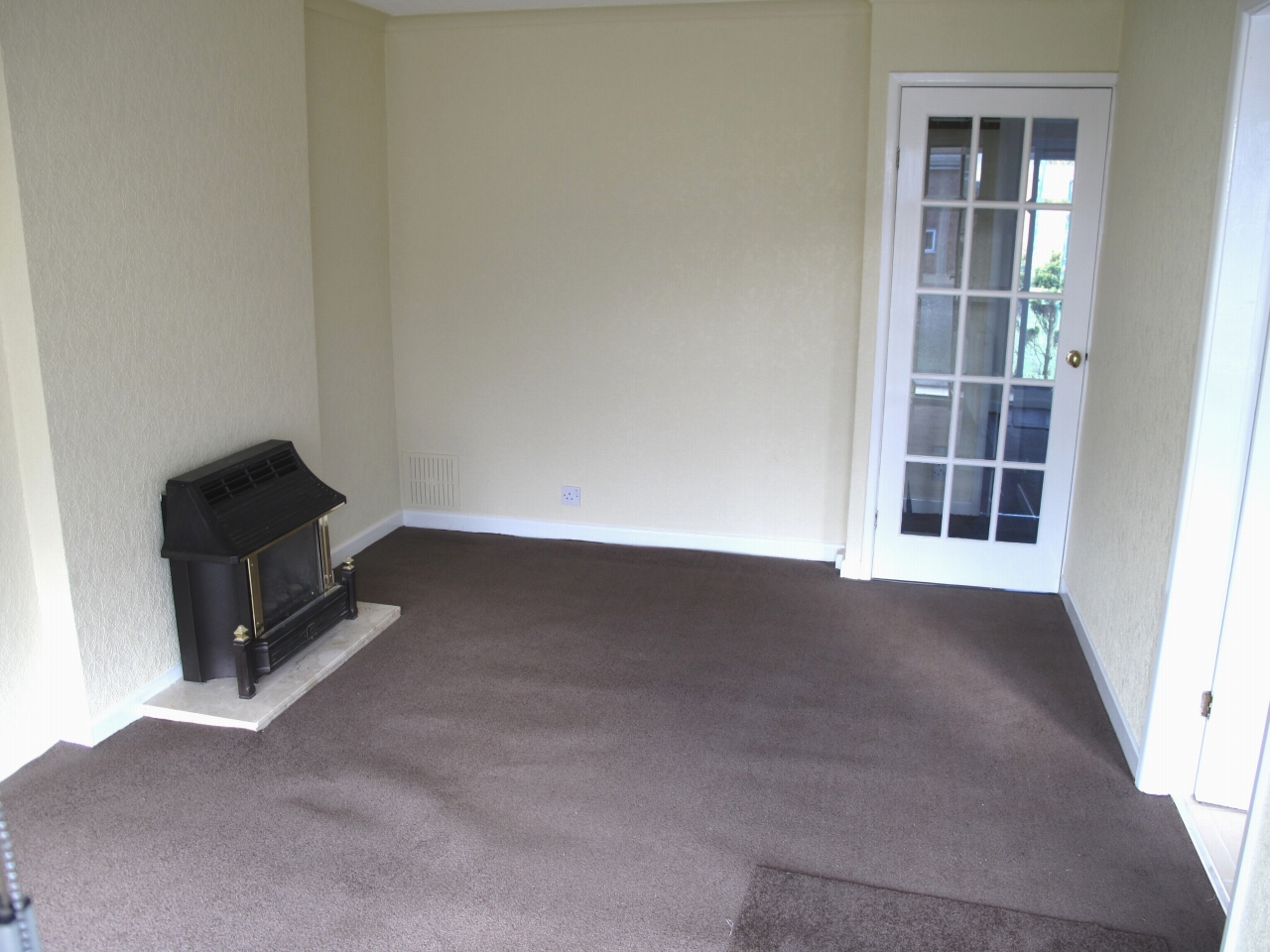 2 bedroom detached bungalow To Let in Wigan - Property photograph