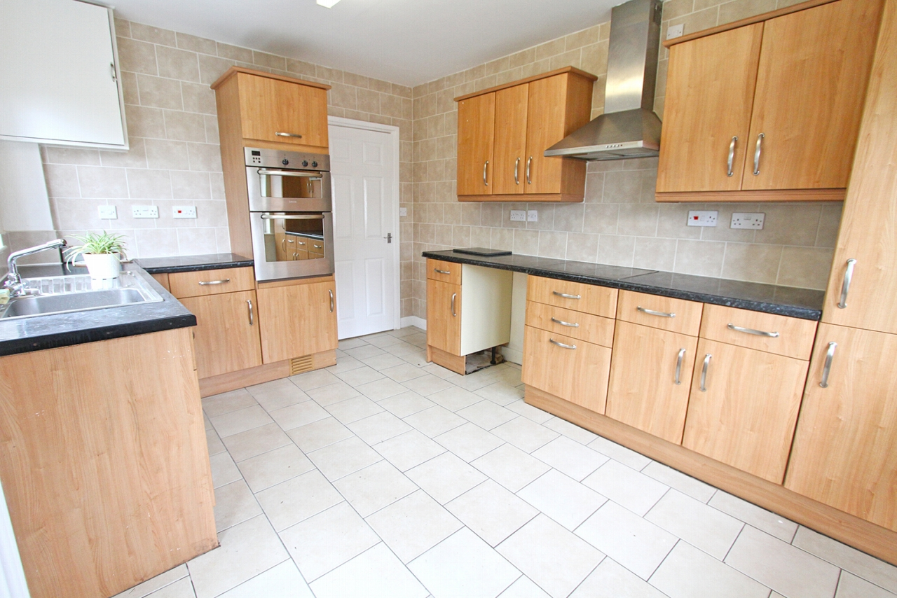 4 bedroom detached bungalow For Sale in Wigan - Property photograph