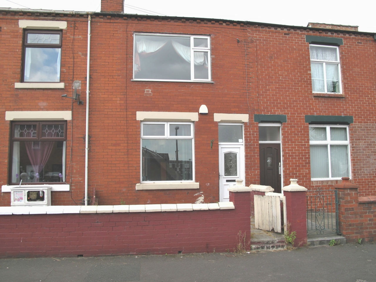 2 bedroom mid terraced house To Let in Chorley - Property photograph