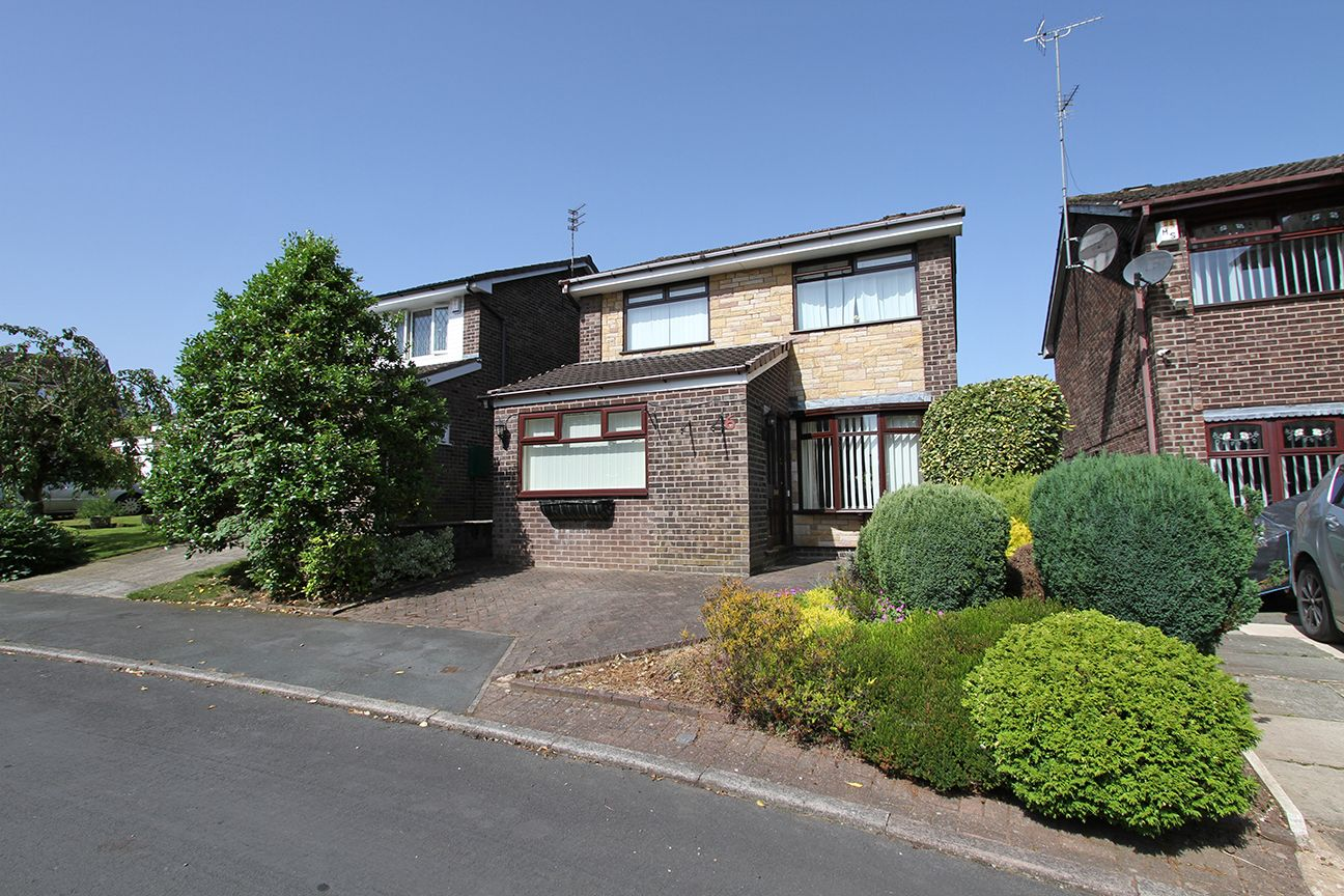 2 bedroom detached house For Sale in Wigan - Property photograph